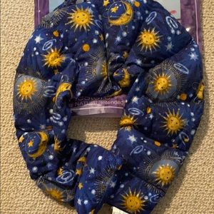 Soothing hot/cold aromatherapy neck wrap pillow